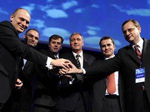Mirek Topolánek se svým novým týmem, s řadovými místopředsedy a prvním místopředsedou